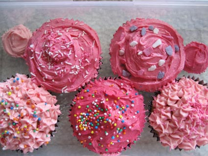 http://katieskitchen.files.wordpress.com/2007/10/pink_cupcakes.jpg